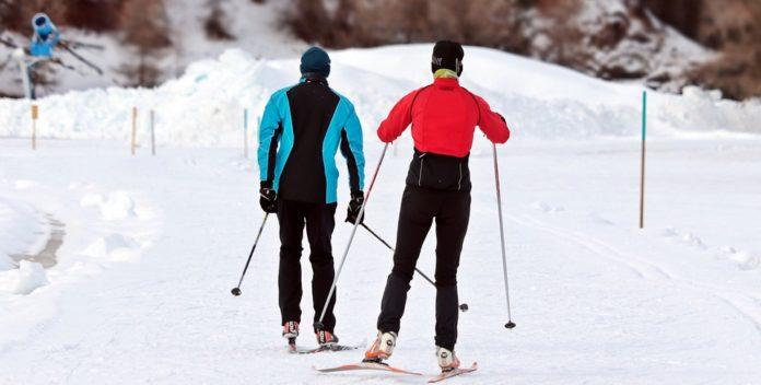 Jak przygotować się do jazdy na nartach? Jakie ćwiczenia wykonywać?