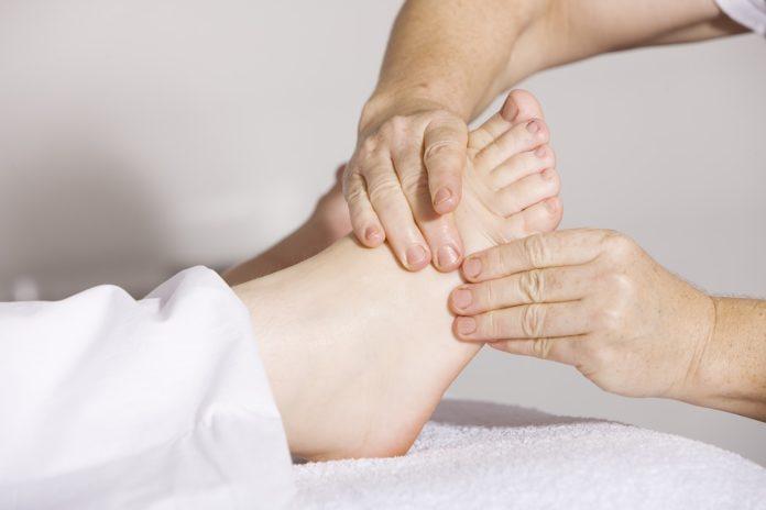 Co nam daje masaż stóp przed snem?