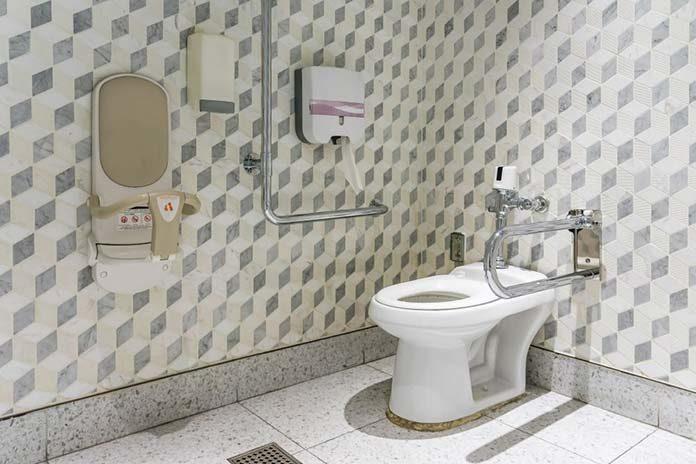 Jak przystosować łazienkę dla osoby niepełnosprawnej lub seniora?